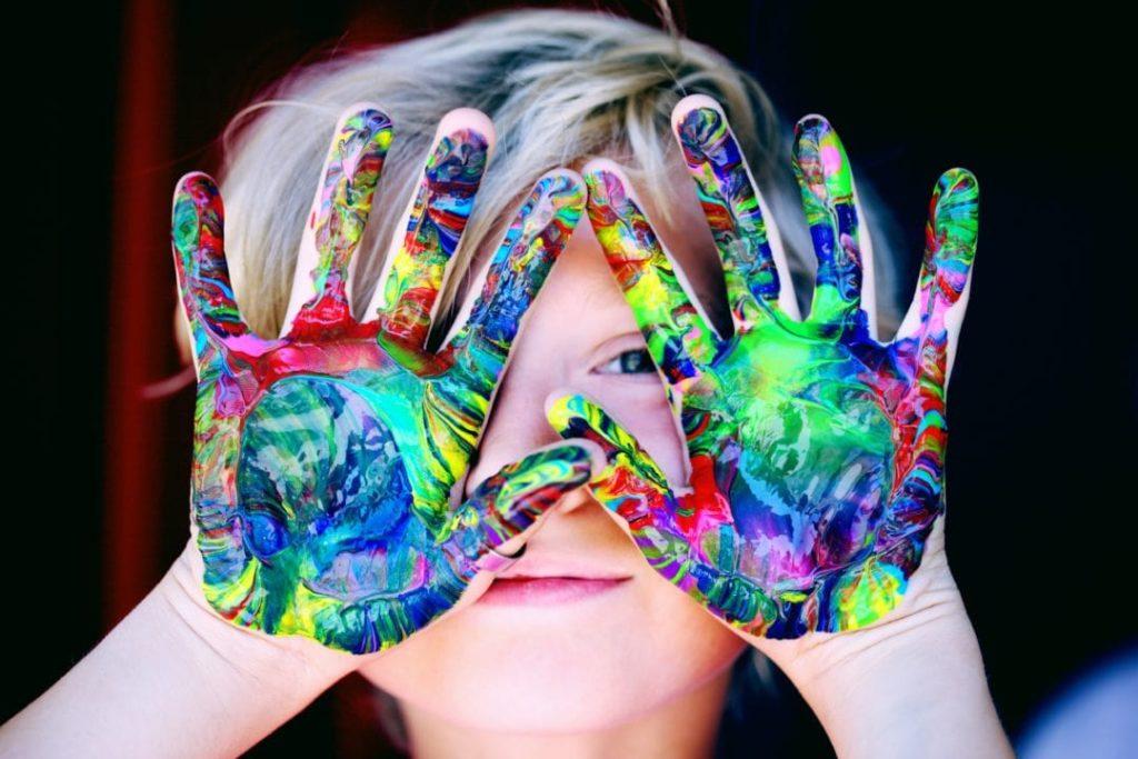 Dijete ima dva cilja: zadovoljiti svoje potrebe i upoznati svoje roditelje.