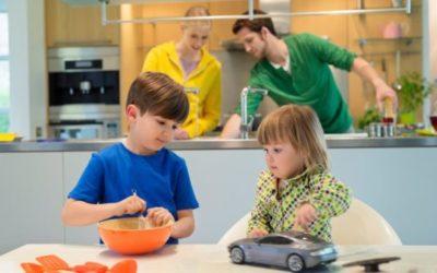 Dječaci se igraju lutkicama, a djevojčice autićima
